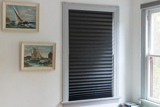 blackout blinds budget pick: redi shade original blackout pleated paper shade YMVOLNF