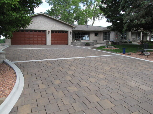 brick driveway, courtyard and seat walls traditional-landscape BBQEPGZ