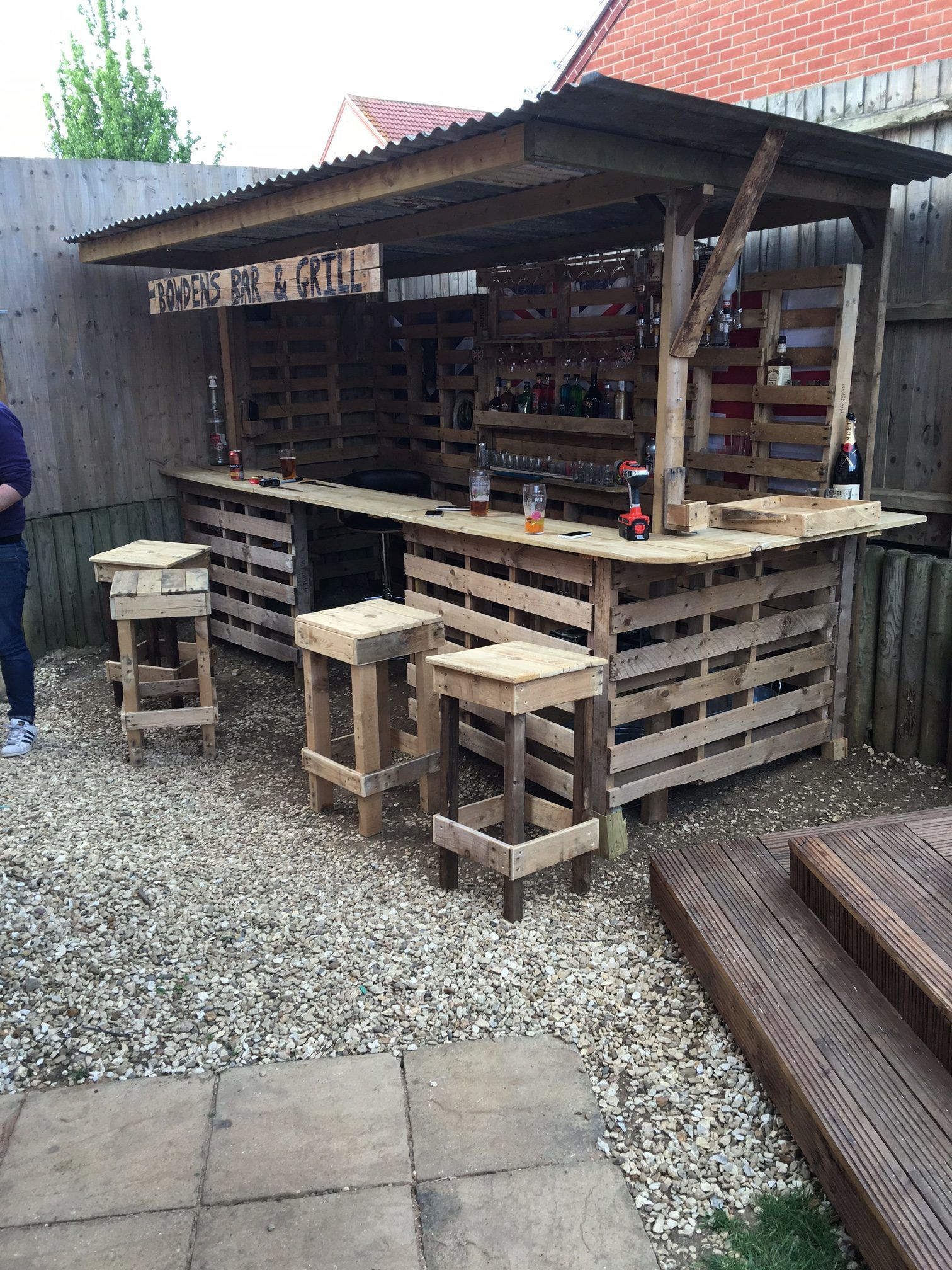 garden bar how to turn a pile of old pallets into a cool outdoor OEAHLSD