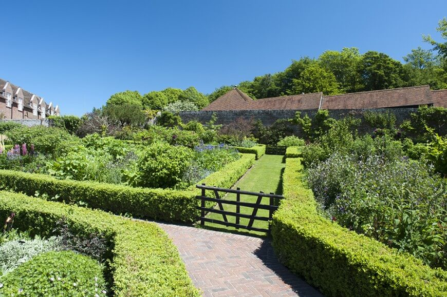 garden hedges utilizing low hedges to border pathways creates natural flow through a OQJMDSC