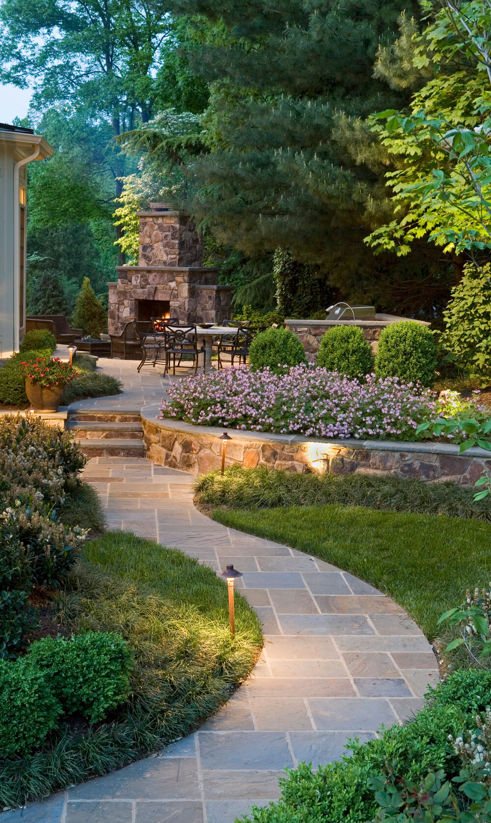 garden path ideas 13. pair regular angles with a winding walkway EHVBMHW