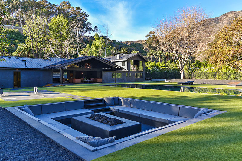 modern backyard design ideas - create a sunken fire pit for entertaining QQXDUKS