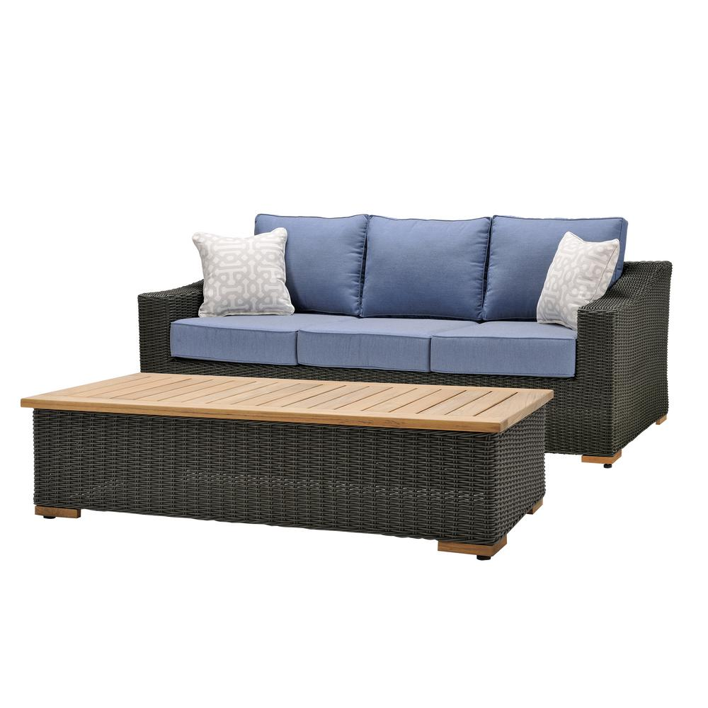 Accentuate Your Backyard with a Gorgeous Set of Outdoor Couch