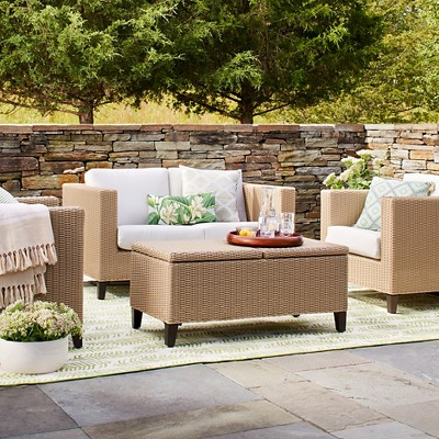 HOW TO SELECT THE BEST OUTDOOR FURNITURE CUSHIONS FOR YOUR HOME