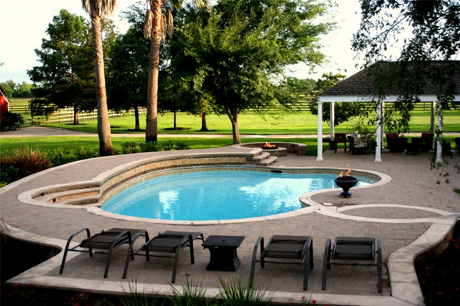 Use Good Pool Designs to enhance your Backyard