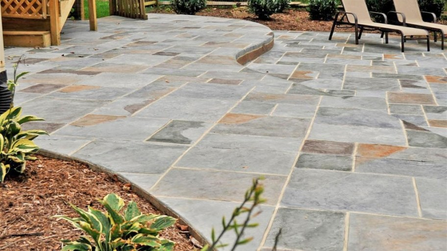 a stamped concrete patio UISJSRX