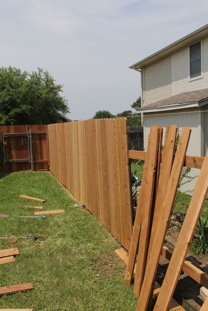 backyard fence ideas a very common example using standard cedar fence boards. by using these LSWFMEF