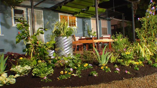 backyard landscape ideas dycr304h_byl-5-backyard-flower-beds_s4x3 OGXSGEE