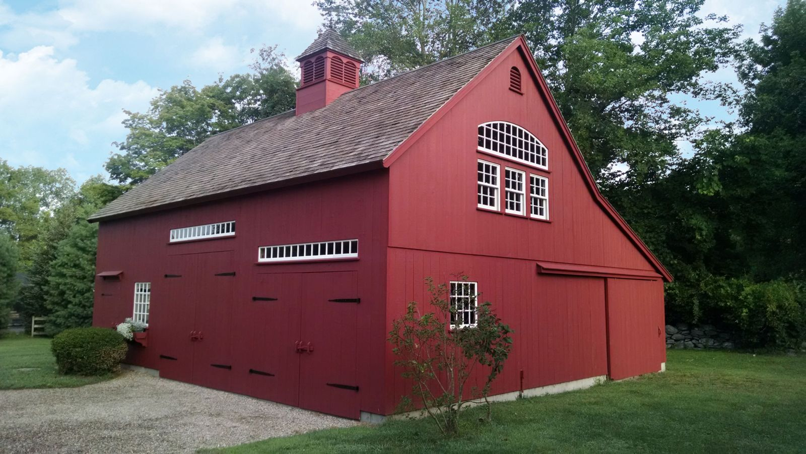 barn sheds new england style post and beam 1-1/2 story barn PAQIYQG