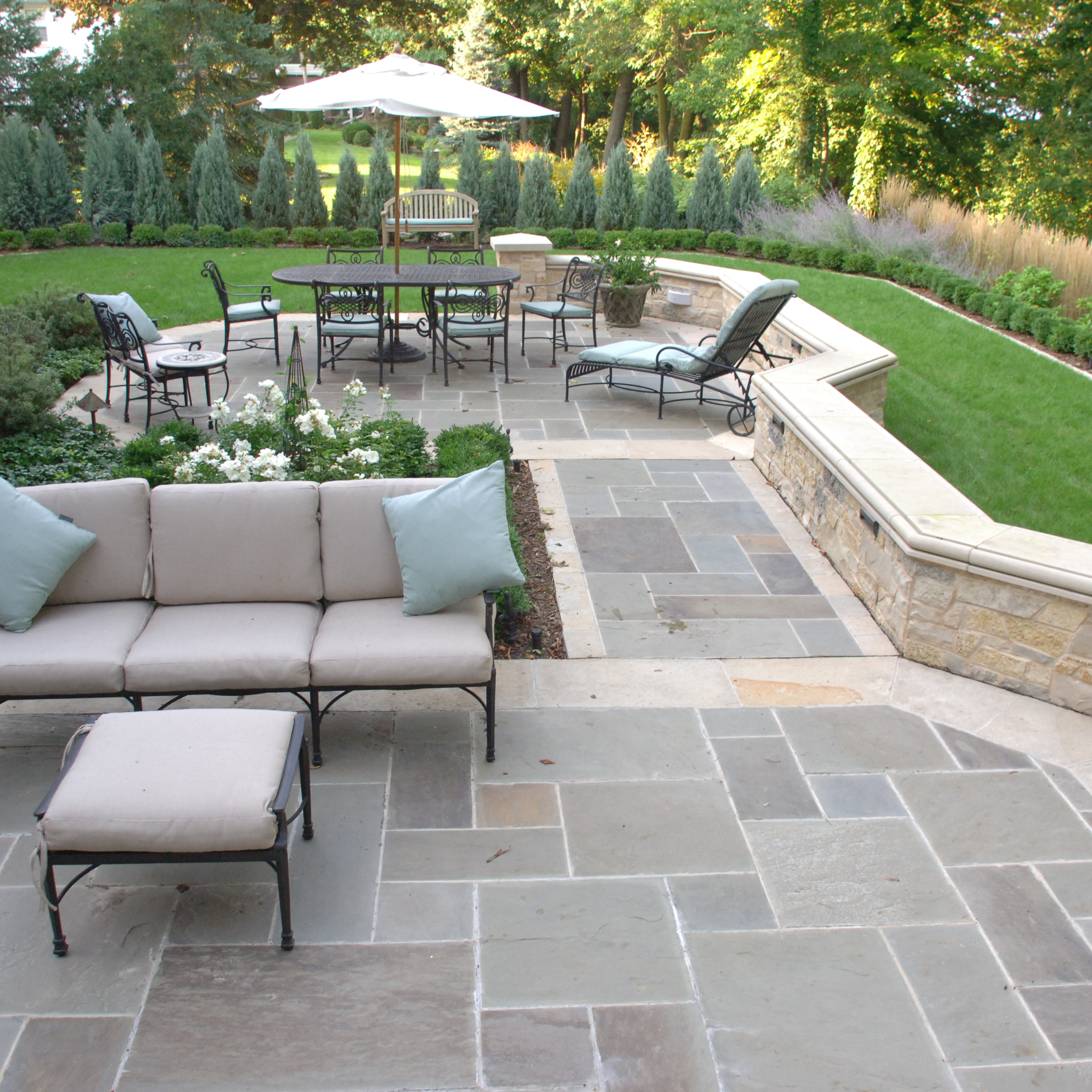 bluestone pavers have a smooth, natural cleft finish that is rich with SHAZEGO
