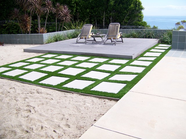 easyturf with paver stones modern-landscape UWGUXAW