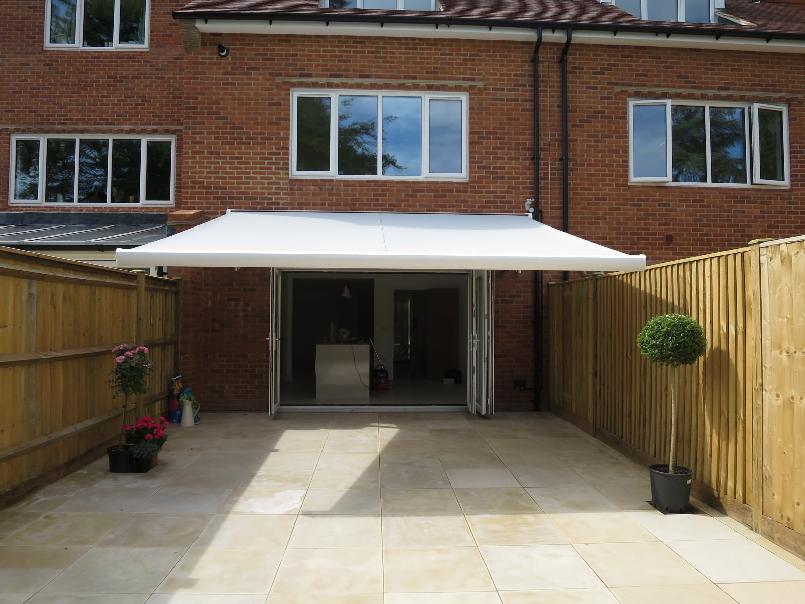 electric awnings modern style electric awning fitted in winchester SYBVZSU