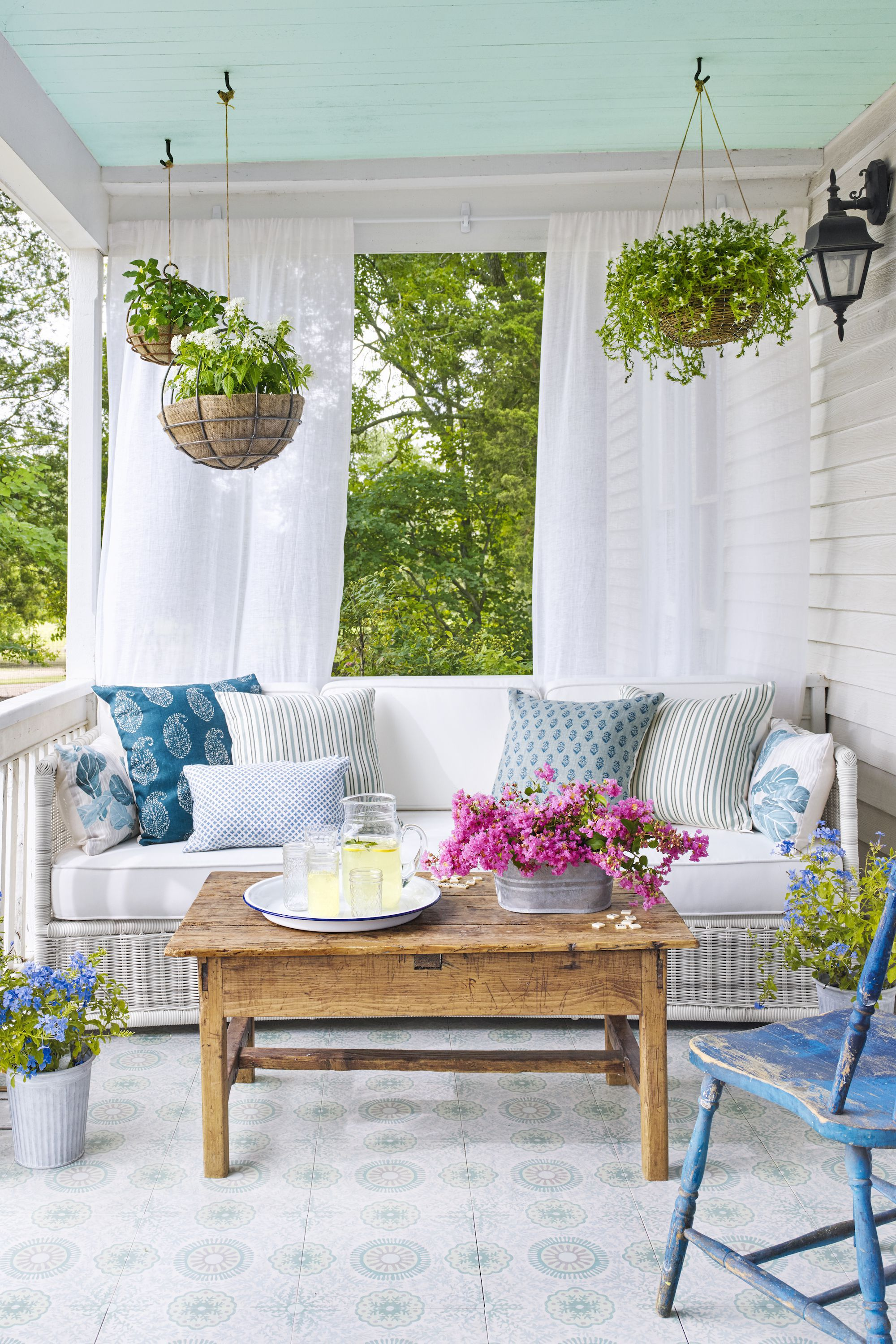 front porch decor 18 front porch ideas - designs and decorating ideas for your front EXRFMDQ