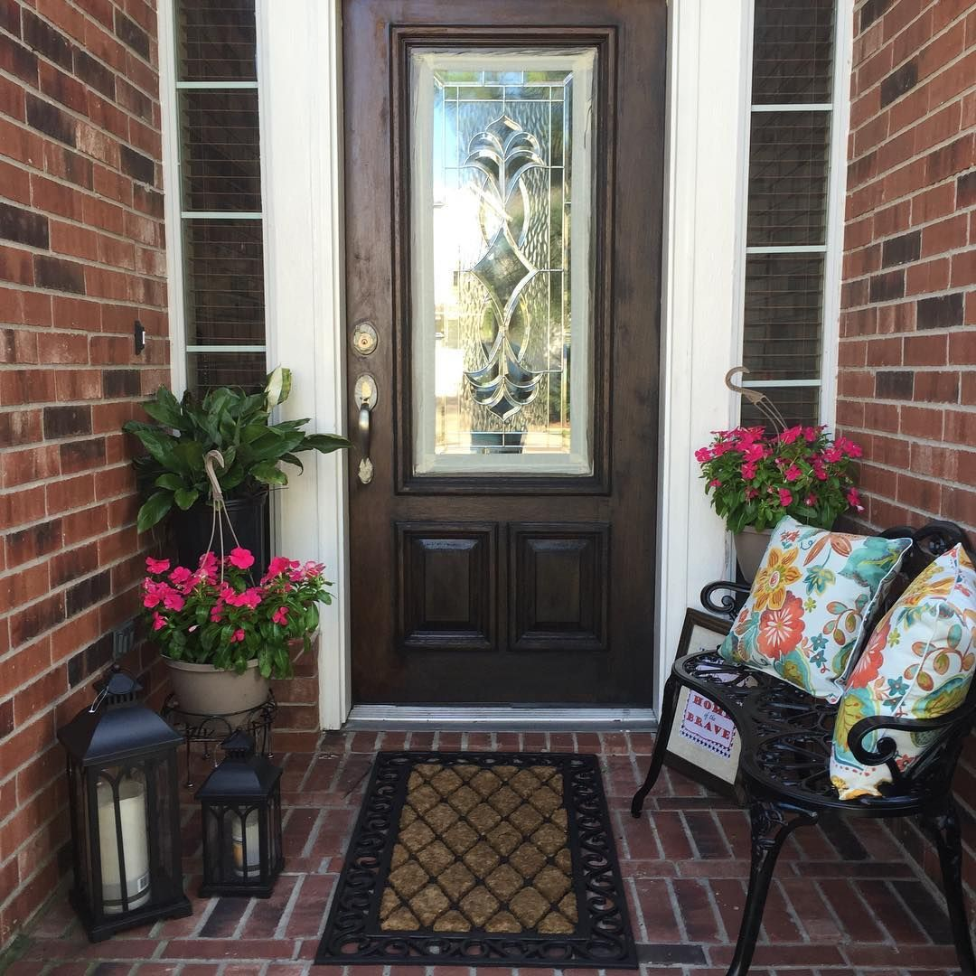 front porch decor spring outdoor decorating. small front porch | small outdoor living area | QZQKLAH