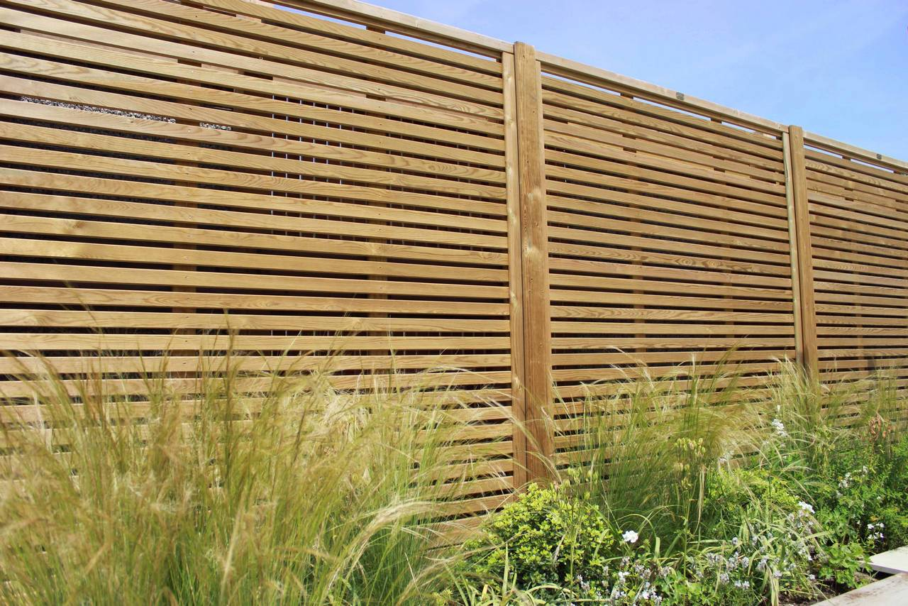 garden fence panels venetian fencing situated in a garden QYSSXPH