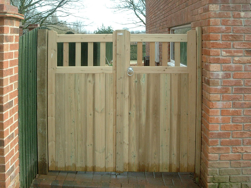 garden gates, darfield, south yorkshire EOMHEMZ