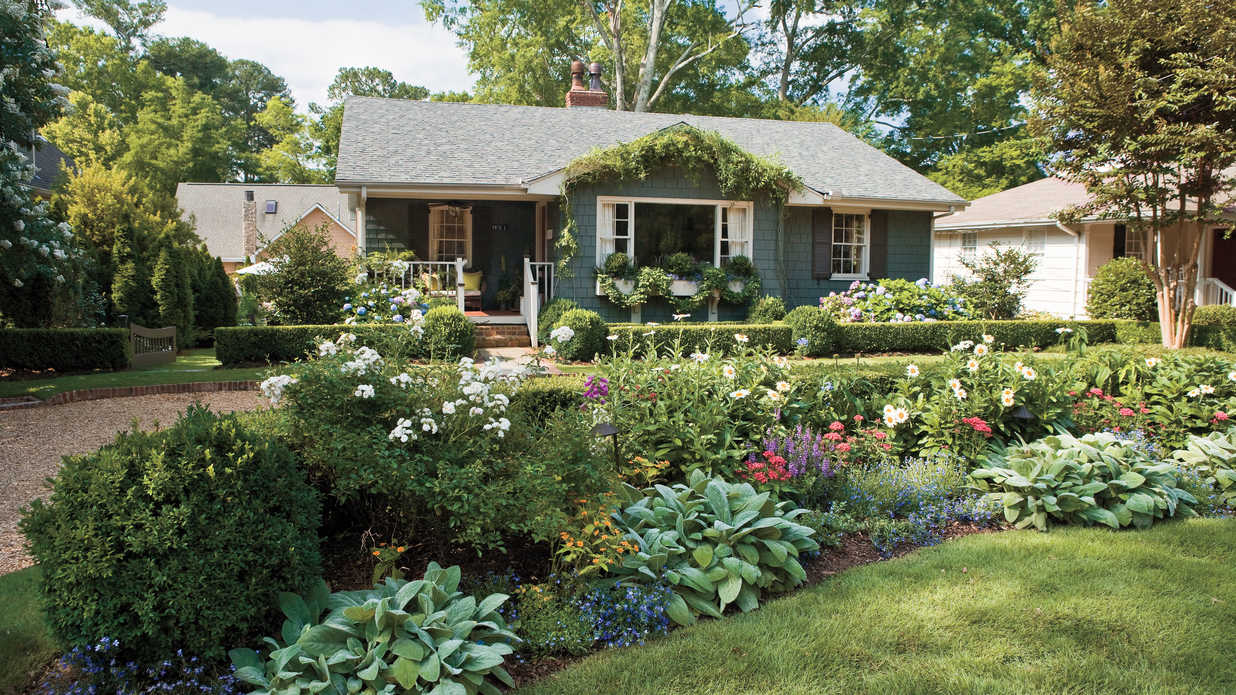 garden landscaping ideas 10 best landscaping ideas - southern living CTZDBOP