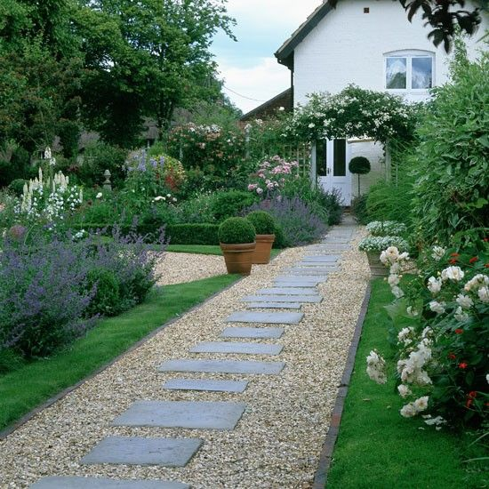 garden path ideas clear a pathwway | december gardening tips | garden path | photo FMHGVGI