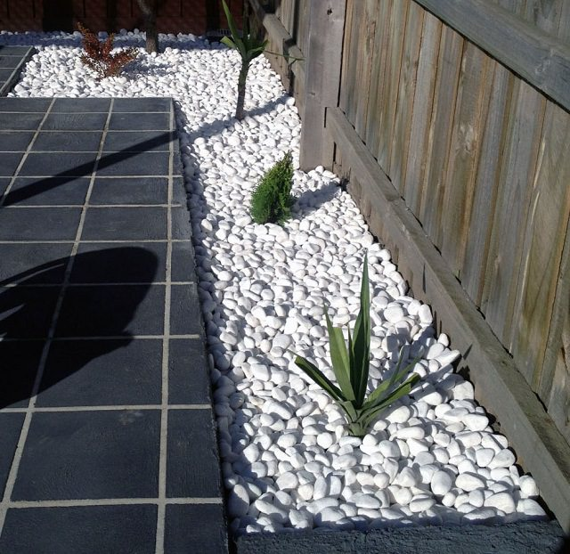 Use of Garden Pebbles and its benefits