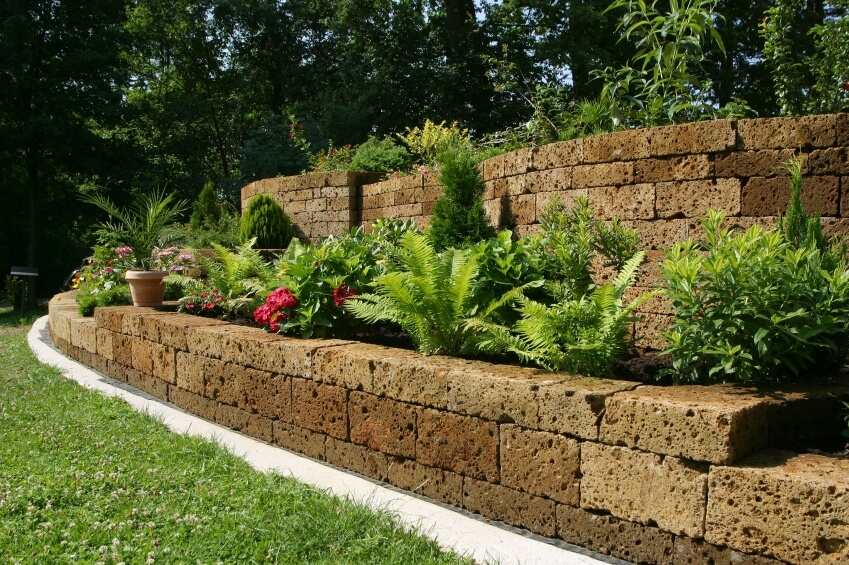 garden retaining wall the stones used to create these terraces and retaining walls are speckled PSTFSLF