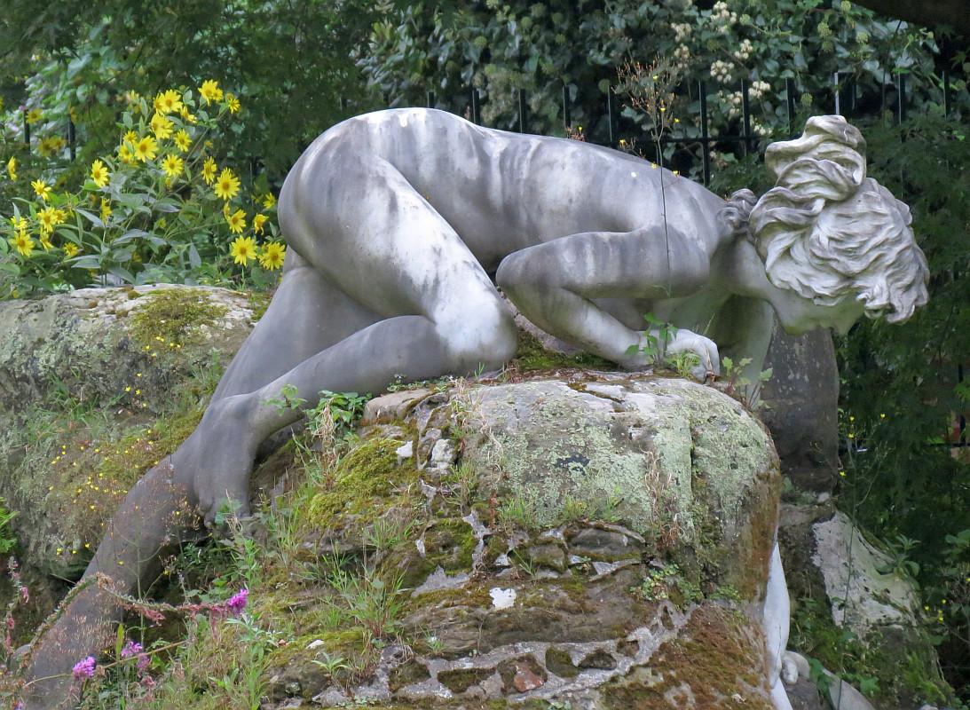 garden sculptures italian figure sculpture in york house garden, twickenham PBBRQSO