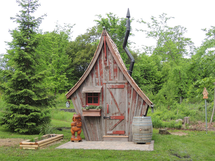 garden sheds-the rustic way JMAZELG
