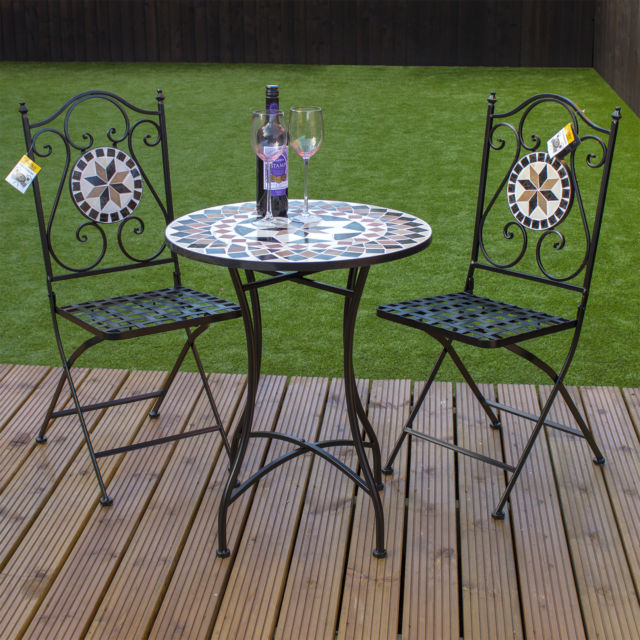 garden table and chairs picture 2 of 3