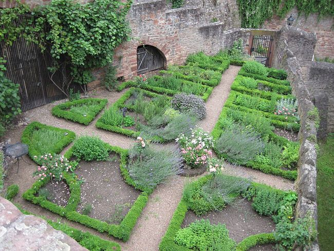 herb gardens are my favorite type of garden. there is something really YHYZRVO