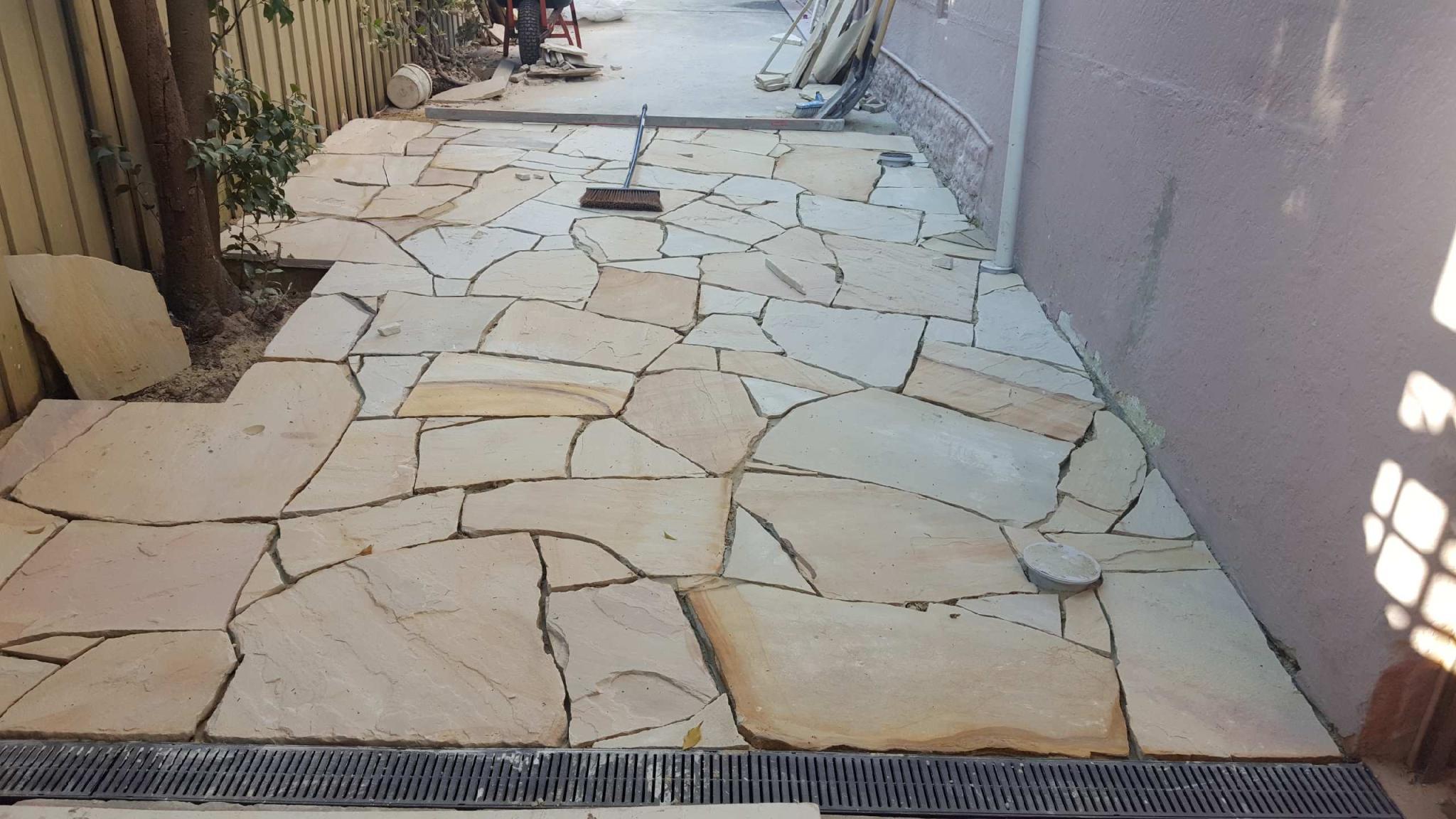 indian sandstone-natural-crazy paving-driveway SXGEBSX