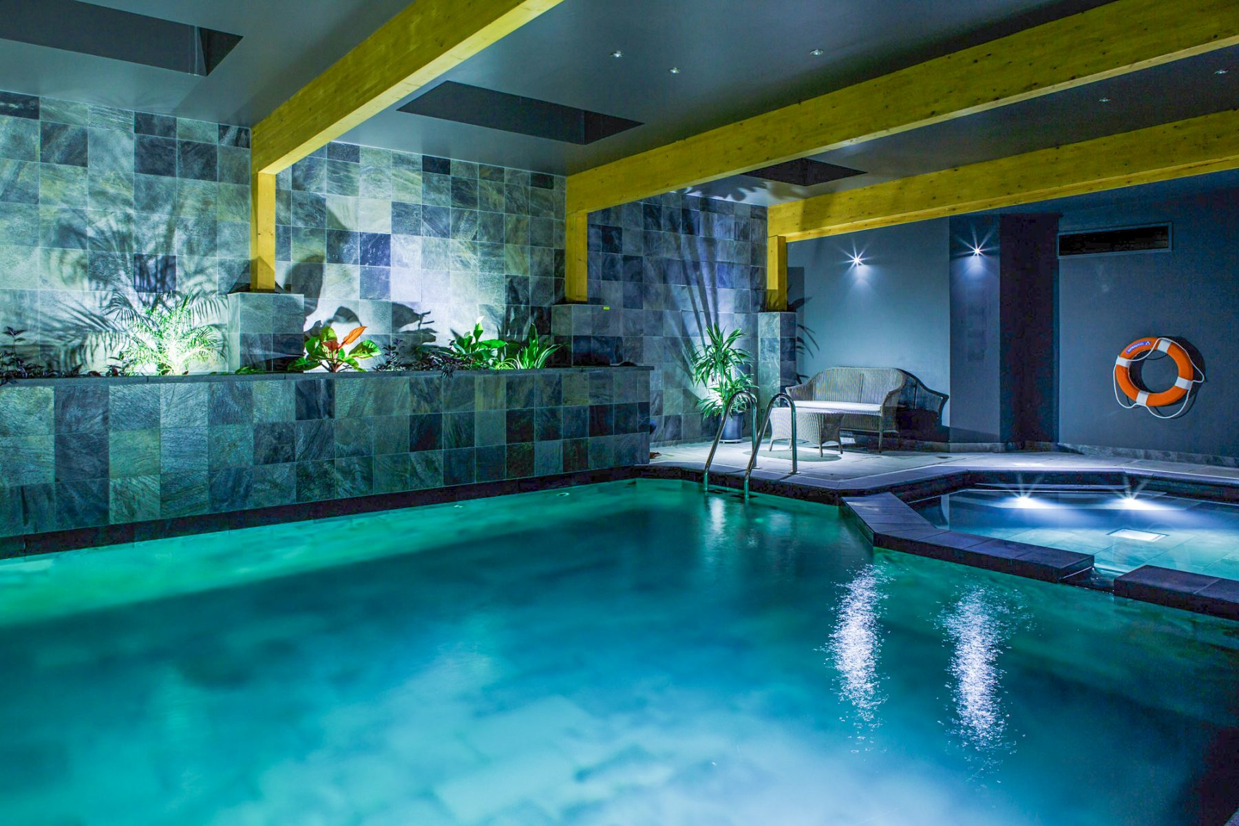 Amazing aspects about indoor swimming pools