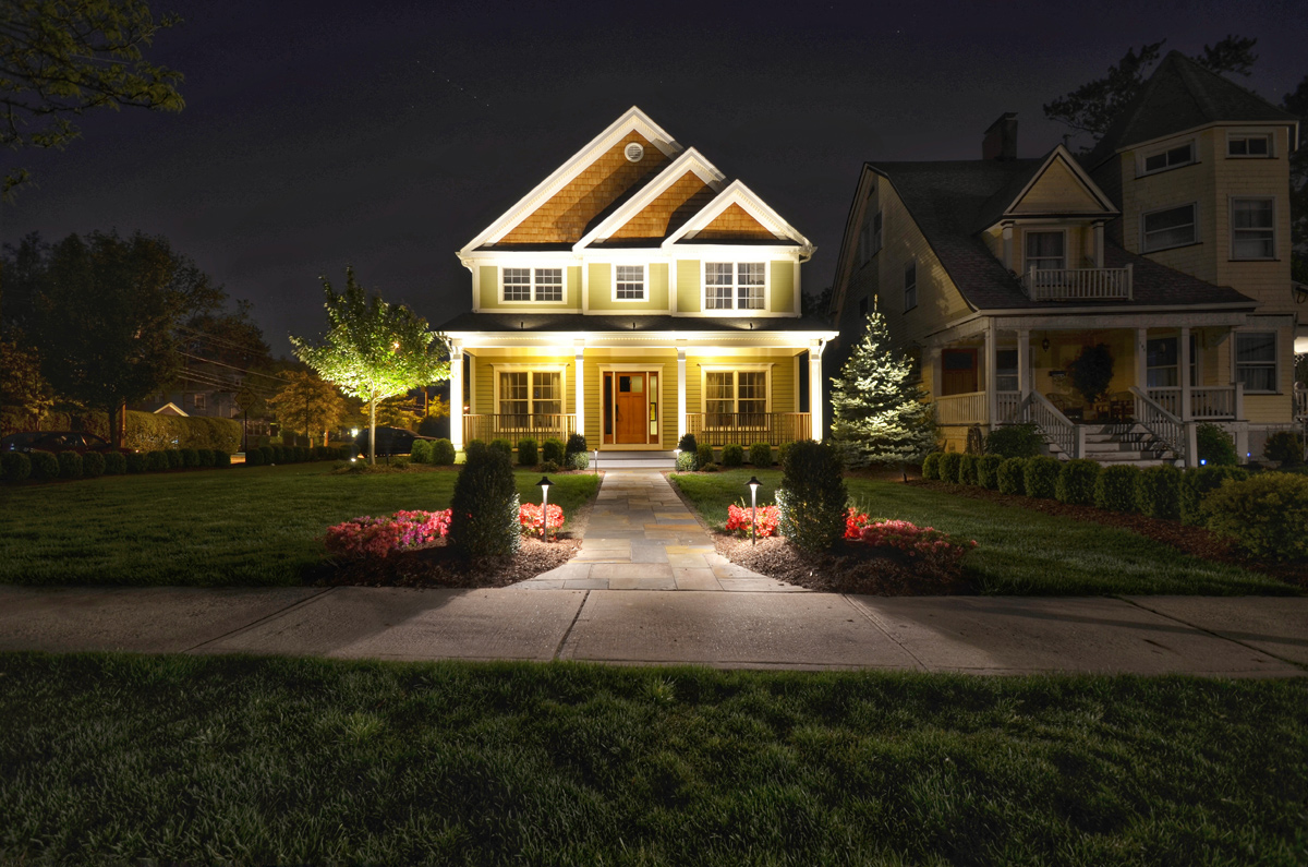 landscape lighting how to make a big impression with just a little outdoor lighting! DFRKFTD