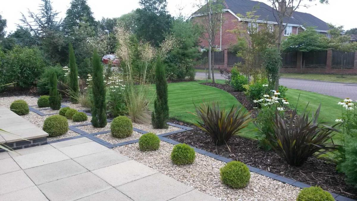 large front garden design photo - 2 DKFLDEU