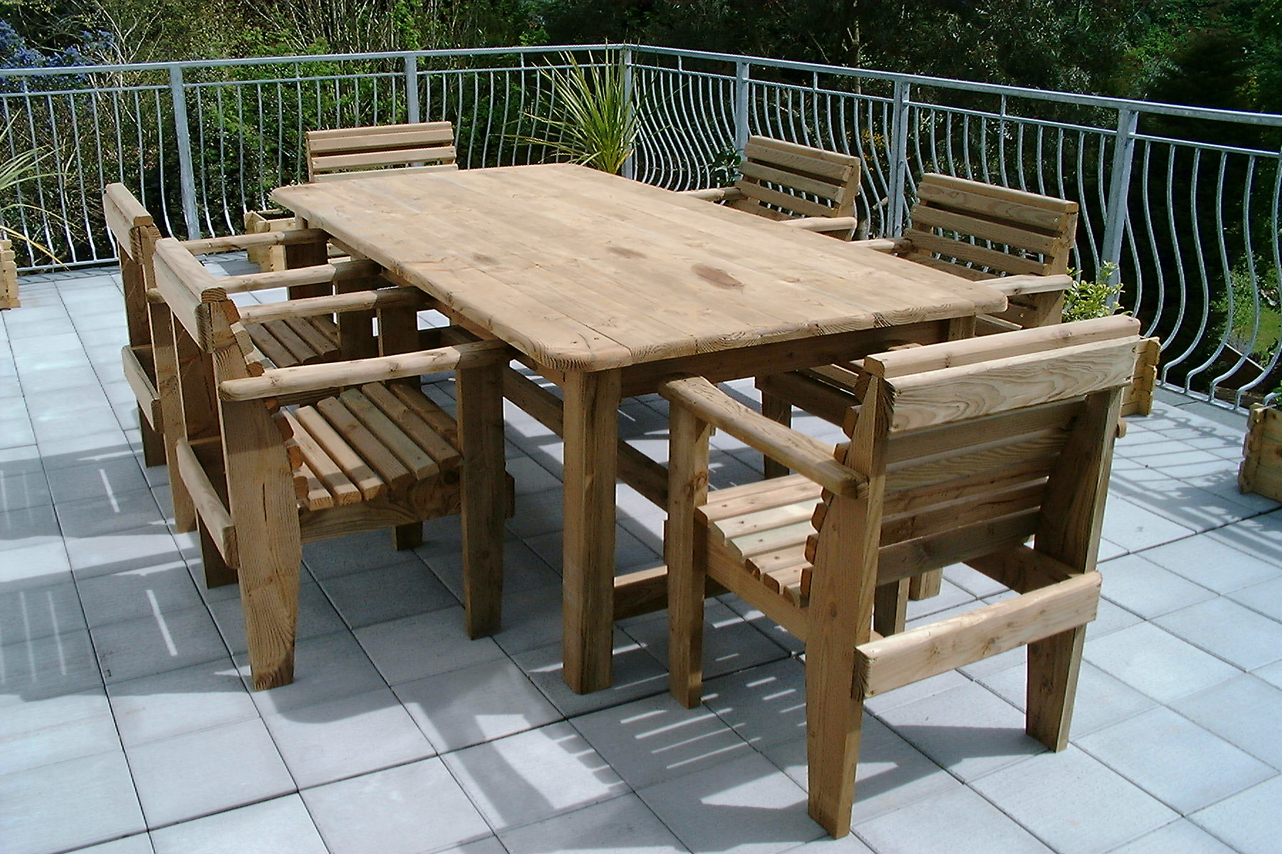 look out for outdoor table and chairs that are easy to MVNAJKI