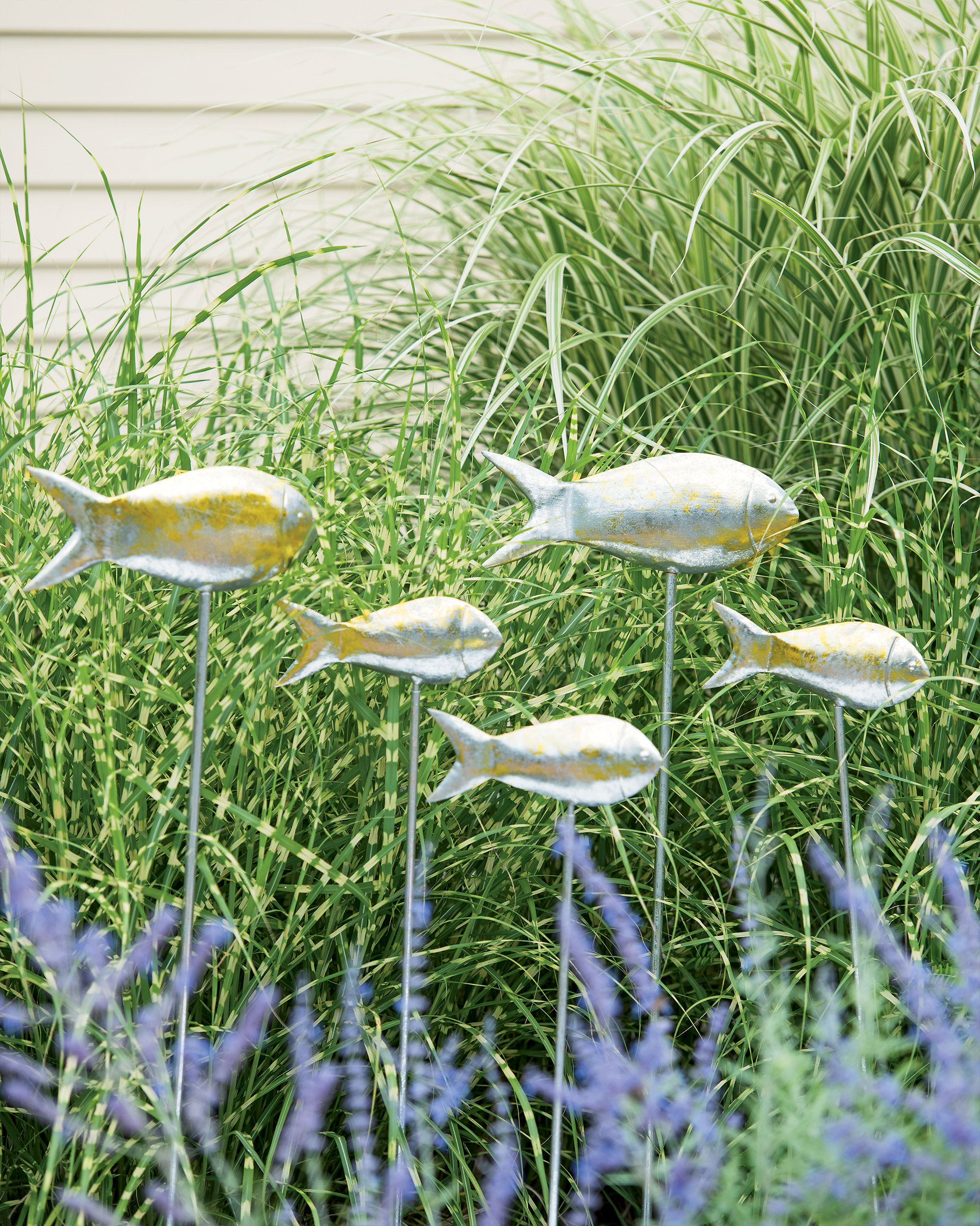 metal garden art fish out of water garden stakes, set of 5 GASCJYM