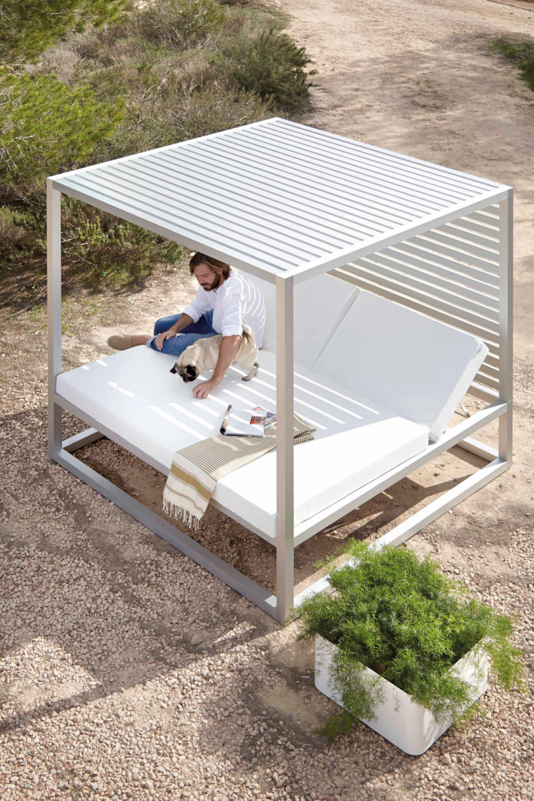 outdoor daybeds daybed by jose gandiablasco (via design-milk.com) BPOWRXA