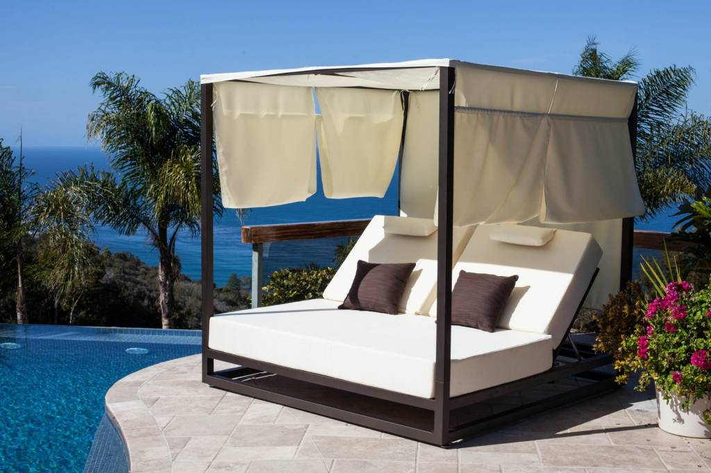 Enjoy the Luxury of Daybeds by Using Outdoor Daybeds