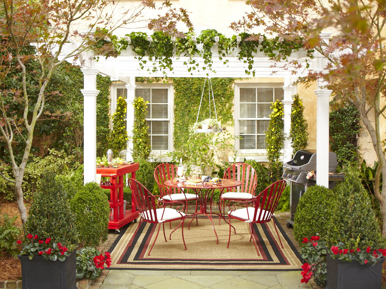 outdoor decorating ideas illustrated by an image of an outdoor room with PIJGEWM