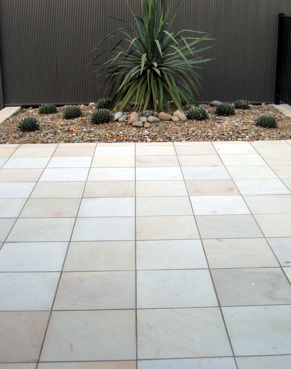outdoor pavers willow honed patio.jpg DBJGGNZ