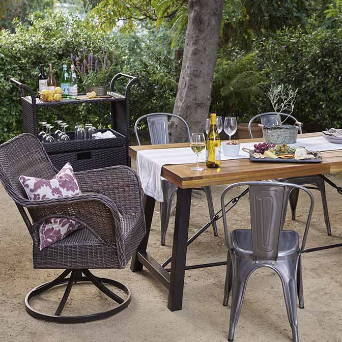 outdoor table and chairs give your patio a farmhouse feel. ROUVXKV