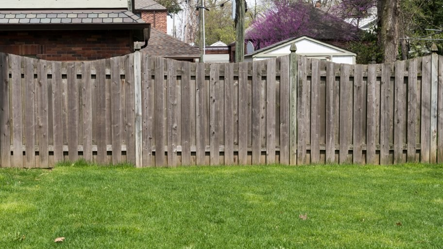 privacy fencing expect to spend between $2,400 to