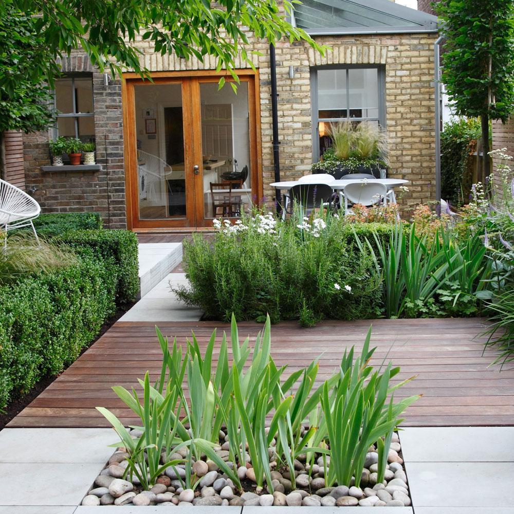 small garden design 16 wood and concrete garden