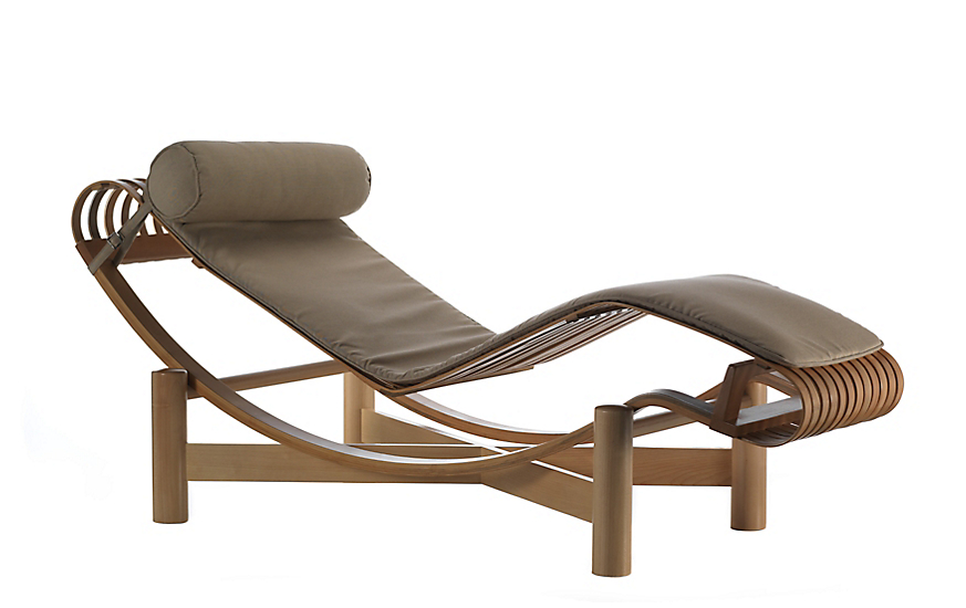 An Outdoor Chaise Lounge Is the Best Furniture for Relaxation