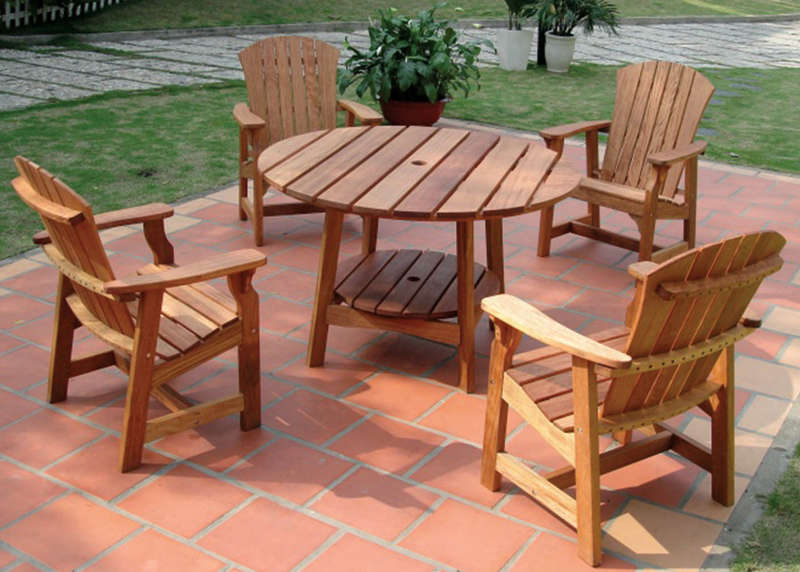 wooden garden furniture sets round picnic table with four deck chairs wooden patio furniture ideas EBYOZAU