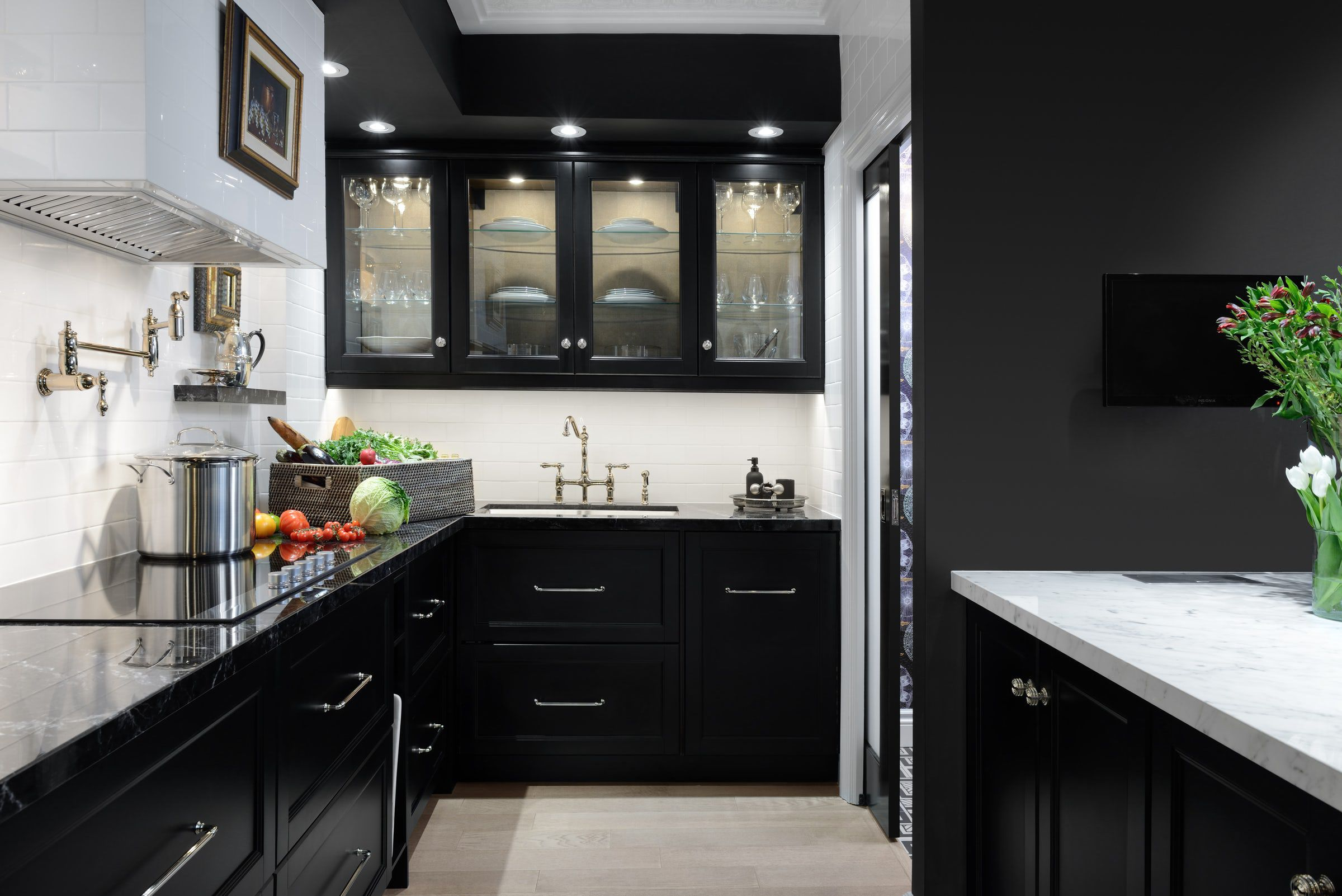 30 Sophisticated Black Kitchen Cabinets - Kitchen Designs With Black