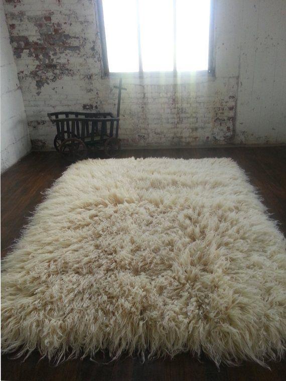 Beautiful 3' x 5' Flokati rug. Extra-long and cushy 6