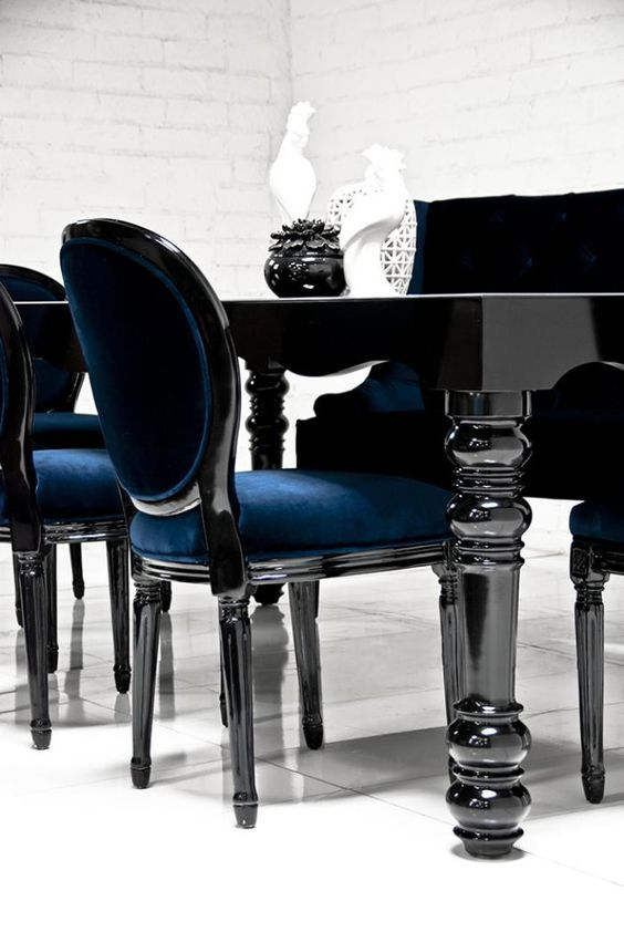 10 Striking Black Dining Tables for Your Modern Dining Room
