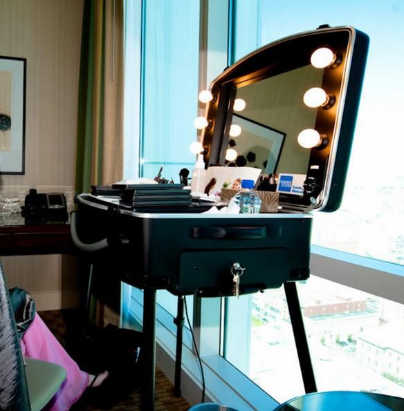 Illuminated vanity mirror wall mount